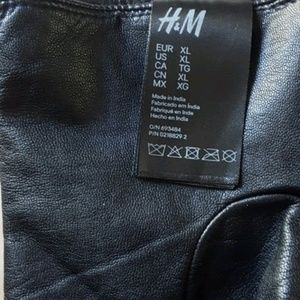 H&M Accessories - Black Faux Leather Gloves 💋